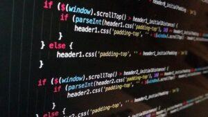 エディタ画面にプログラミング言語が書かれている画像